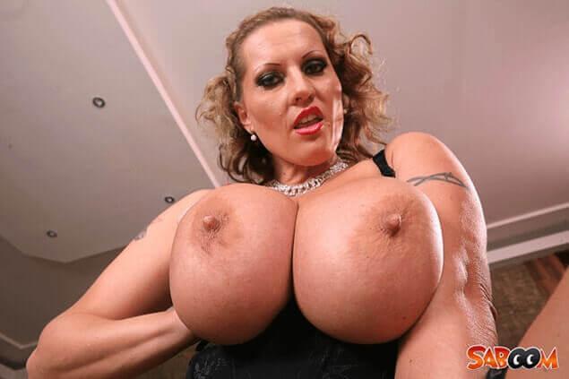 Schöne große nackte brüste
